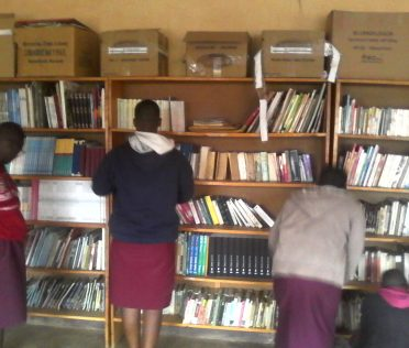 2018-10-Burundi-Elèves au Biblio